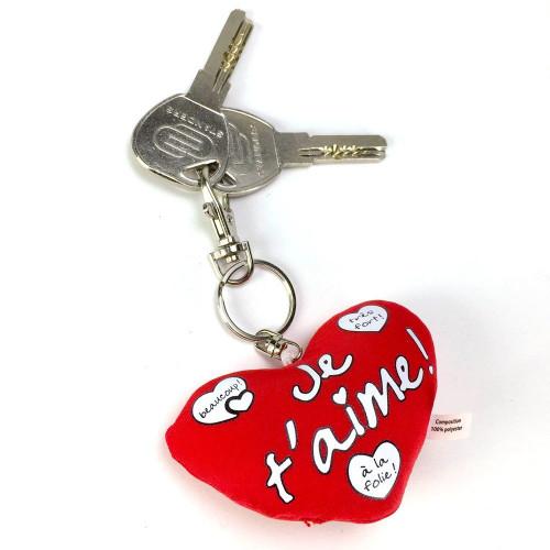 un porte clé avec un coeur