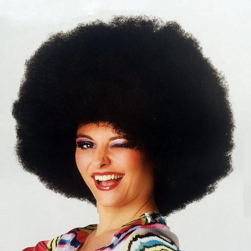 une perruque afro pour femme