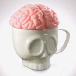 Tasse tête de mort et son couvercle cerveau