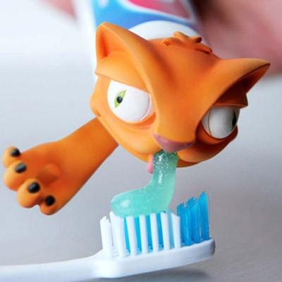 Oscar, minou distributeur de dentifrice