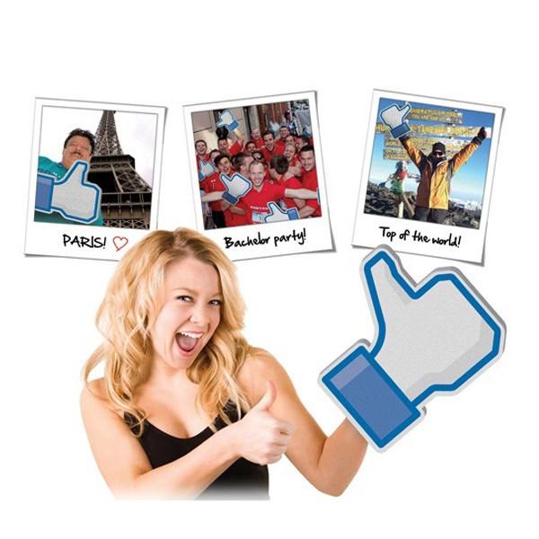 Main géante j'aime Facebook