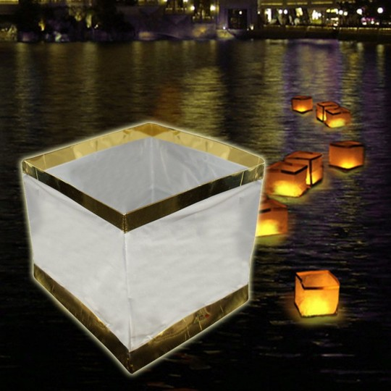 une lanterne flottante